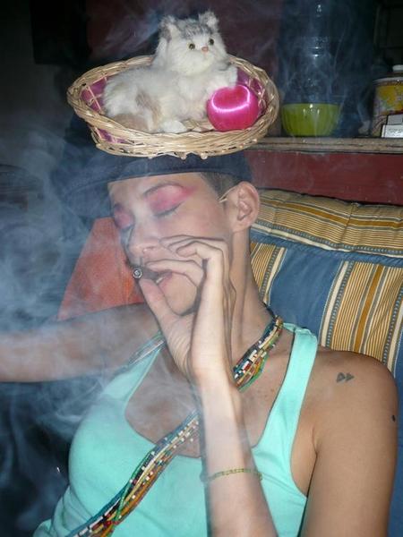 rita fumando